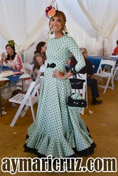 Flamencas en la Feria de Lebrija 2015 23 Modest Outfits, Classy Outfits, Flamenco Costume, Half Saree Lehenga, Mode Simple, Boho Fashion, Fashion Outfits, Nice Dresses, Summer Dresses