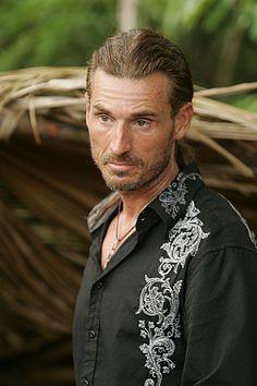 Coach (Survivor: Tocantins). El cazador de dragones, cuentacuentos, único y grande