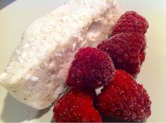 Sukkerfri skumkake/kokosbollekake 3 eggehvitter5 ss sukrin5 plater gelatinNoen dråper vaniljeess...