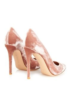 Velvet pink pumps