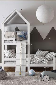 Spiel- und Schlafplatz in einem! Mit dem Spielturmbett zauberst du deinem Liebling nicht nur einen einzigartigen Schlafplatz, sondern auch einen schönen Spielort ins Kinderzimmer. Der Turm mit Laufplanke und Seil eröffnet deinem Kind eine ganz neue Fantasiewelt und sorgt für eine Menge Spaß. Das Kinderbett kann zusätzlich mit Lichterketten und Kuschelkissen dekoriert werden und wird so zum absoluten Wohlfühlort. Bunk Beds, Toddler Bed, Furniture, Home Decor, Wood Slats, Fairy Lights, Nursery Set Up, Child Bed, Nursery Room Ideas
