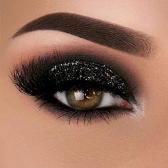 Amazing 40 Best Smokey Eye Makeup Ideas in 2018 http://clothme.net/2018/02/07/40-best-smokey-eye-makeup-ideas-2018/