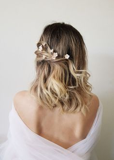 WHISPER blush flower hair pins 5 Related posts:You will get rid of the upper lip hair with milkwedding hairstyles for long hair low simple bun - Vintage Wedding Hairstyles For Gorgeous Brides Wedding Hair And Makeup, Wedding Updo, Hair Makeup, Wedding Headpieces, Wedding Flower Hair, Bridal Updo, Bridal Hairpiece, Wedding Hair Pins, Bridal Veils