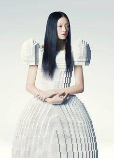 La robe de mariée #LEGO par l'artiste japonais Rie Hosokai, pas très confort mais unique ;) #Mode #Fashion