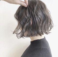 髪の量が多い人に似合うおすすめのボブ |ヘアカタログLALA[ララ] Bob Perm, One Length Bobs, Asian Short Hair, Ash Hair, Hair Arrange, Hair Magazine, Grunge Hair, Short Bob Hairstyles, Love Hair