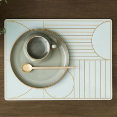 This dinner mat gives your table an elegant and sophisticated look while protecting sensitive surfaces from warm plates, water rings etc. Perfect for everyday use, as it can easily be wiped clean with a damp cloth. A practical cork backside makes sure the mat does not slip.  http://www.fermliving.com/webshop/shop/kitchen/outline-dinner-mat-mint.aspx