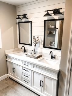 Farmhouse bathroom decor, bathroom inspiration, and master bathroom suggestions. A round up of dream master bathroom designs, rustic master bathroom ideas and strategies for styling your powder rooms. Bad Inspiration, Bathroom Inspiration, Modern Farmhouse Bathroom, Farm House Bathroom, Rustic Farmhouse, Industrial Farmhouse, Modern Classic Bathrooms, Farmhouse Vanity, Rustic Vanity