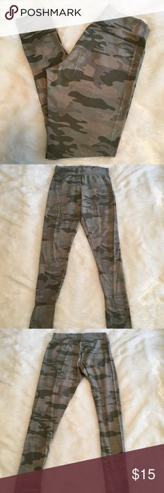 🆕Mossimo Camouflage Leggings Mossimo camouflage leggings. Size M. Faded look is intentional. In great preloved condition. Soft cottony feel. 95% cotton, 5% spandex. ❌NO TRADES❌NO LOWBALLING❌NO MODELING ❌ Mossimo Supply Co Pants Leggings