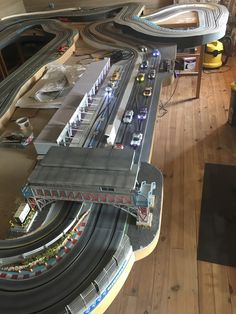 Slot Car Race Track, Ho Slot Cars, Slot Car Racing, Race Tracks, Slot Car Tracks, Display Cases, Model Train Layouts, Pista, Aeroplanes