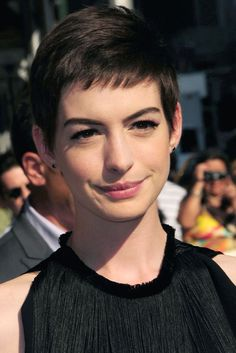 Latest celebrity fashion, news, outfit ideas and how to's Anne Hathaway Pixie, Anne Hathaway Haircut, Cut Her Hair, Hair Cuts, Cowlick, Devil Wears Prada, Cosmopolitan, Fashion Advice, Celebrity Style