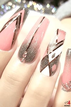 If you are looking for a fantastic nail design that will blow anyone away, all you have to do is choose a glittering nail design. White Acrylic Nails, Summer Acrylic Nails, Bright Nail Designs, Beautiful Nail Designs, Cute Spring Nails, Glamour Nails, Pretty Nail Colors, Bright Nails, Coffin Nails Long
