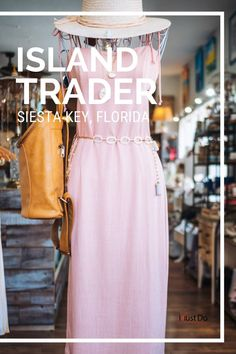 Island Trader Boutique casual women's clothing, jewelry, hats, and accessories Siesta Key, Florida. Must Do Visitor Guides, MustDo.com #vacation #shopping #siestakey #sarasota #florida