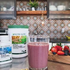 Dreaming of warmer weather? ☀️ This smoothie recipe will help take you there 👇 oz milk of your preference (dairy, almond, soy) Nutrilite, Milk Protein, Plant Protein, Sheik, Fish Oil Tablets, Good Sources Of Protein, Energy Bars, Healthy Eating Tips, All Plants