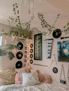 Indie Room Decor, Cute Room Decor, Aesthetic Room Decor, Hippie Bedroom Decor, Aesthetic Bedrooms, Nature Bedroom, Room Wall Decor, Vintage Bedroom Decor, Vinyl Wall Decor