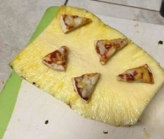 I know pineapple on pizza is bad. but what about pizza on a pineapple? Laughter Day, The Tables Have Turned, Pineapple Pizza, Cursed Images, Hawaiian Pizza, Best Funny Pictures, Funny Pics, Weird Pictures, Funny Images
