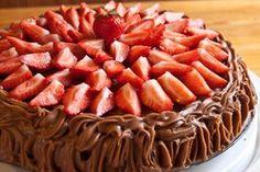 Cafe Stings sjokoladekake | Heimsyn Apple Pie, Strawberry, Fruit, Desserts, Food, Meal, The Fruit, Deserts, Essen
