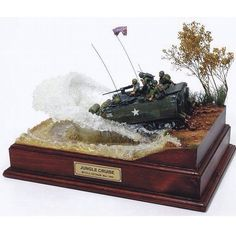 Check out how the antennas are bowed forward on impact! Model Maker, Model Tanks, Military Modelling, Military Diorama, Toy Soldiers, Model Ships, Model Building, Scale Models, Vignettes