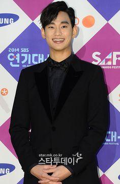 The 15 Best-dressed Korean stars from the 2014 award season Kim Soo Hyun