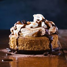 Cappuccino mocha cheesecakes - If you are looking for a seriously delectable dessert, look no further than this coffee-chocolate cheesecake - made to resemble a cappuccino. Easy Chocolate Cheesecake Recipe, Mocha Cheesecake, Thermomix Cheesecake, Cheesecake Desserts, Just Desserts, Delicious Desserts, Dessert Recipes, Pudding Recipes, Yummy Food