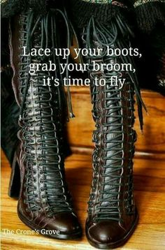 These boots ROCK!! Witch Boots, Hippie Man, Happy Hippie, Steampunk Fashion, Steampunk Boots, Steampunk Clothing, Steampunk City, Steampunk Outfits, Gothic Steampunk