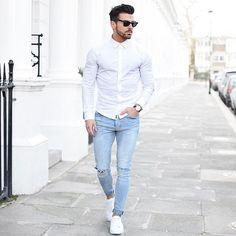 白シャツ×ダメージスキニージーンズ×白ローカットスニーカー | メンズファッションスナップ フリーク | 着こなしNo:146268