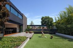 Pleysier Perkins designed the Hawthorn Residence, a home for a family in Melbourne, Australia. The project description from Pleysier Perkins Accommodating Contemporary Landscape, Contemporary Architecture, Residential Architecture, Architecture Design, Landscape Architecture, Home Interior Design, Exterior Design, Facade House, House Facades
