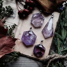 Crystal pendant pendants necklace. For more followwww.pinterest.com/ninayayand stay positively #pinspired #pinspire @ninayay