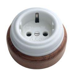 Enchufe base de porcelana y madera #retro #interruptores #porcelana #mecanismos #antiguo #decoracion #rustica #iluminacion #vintage