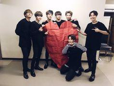 [#오늘의방탄] #방탄소년단 THE WINGS TOUR ~Japan Edition~에 함께 해준 모든 아미들 아이삿뽀로요방탄의 왕하트를 받아주세요!