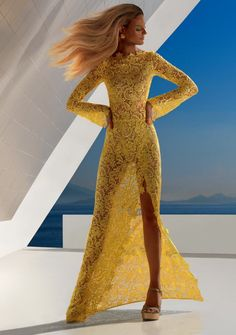 *yellow lace dress;