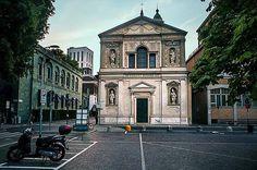 La chiesa dei Santi Paolo e Barnaba più conosciuta come San Barnaba si trova in via della Commenda 1 Foto di Franco Brandazi #milanodavedere Milano da Vedere