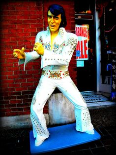 Elvis statue, Nashville, Tennessee. Proud to say this is my home town!! <3