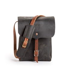 We approach buying a bag just like you do: we consider craftsmanship, style, and longevity. Handmade in Montana, this unisex leather bag is functional, fashiona