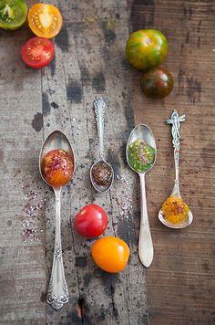 Caviar de tomates de color con sales especiales tomaten kaviaar met speciale zouten  Bijzonder Spaans