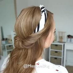 It's a daily hairstyle that very easy to learn. via:IG # cute headband Hairstyles Half Up Headband Roll Bandana Hairstyles For Long Hair, Classy Hairstyles, Roll Hairstyle, Daily Hairstyles, Everyday Hairstyles, Braided Hairstyles, Hairstyles Videos, Frizzy Hair Hairstyles, Hairstyles With Headbands