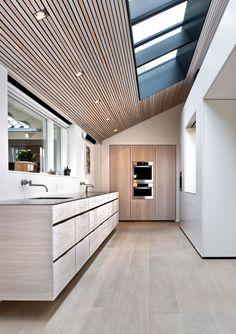 15 cocinas increíbles con suelos de listones de madera · 15 amazing kitchens with plank wooden floors Modern Kitchen Design, Interior Design Kitchen, Modern Interior, Interior Architecture, Kitchen Decor, Kitchen Wood, Minimal Kitchen, Midcentury Modern, Modern Design