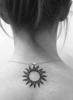 37 cute and sensible little tattoo designs - diy tattoo images Pretty Tattoos, Unique Tattoos, Beautiful Tattoos, Cute Little Tattoos, Cute Small Tattoos, Diy Tattoo, Sun Henna Tattoo, Hippie Sun Tattoo, Moon Sun Tattoo