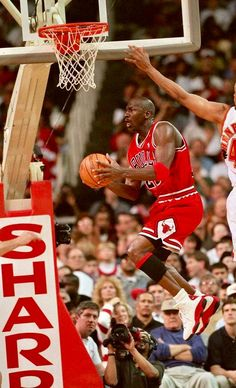 Michael Jordan Images, Michael Jordan Unc, Mike Jordan, Jeffrey Jordan, Jordan Swag, Michael Jordan Basketball, Love And Basketball, Jordan Photos, Basketball Posters