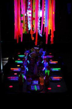 Atemberaubende Neon Halloween Dekor Ideen 5