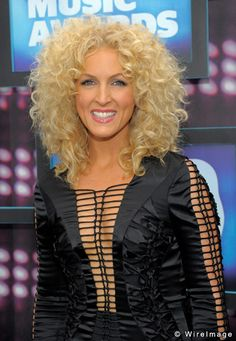 kimberly roads from little big town. i LOVE her hair