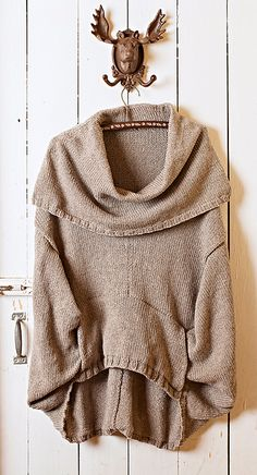 Ravelry: Ice Shanty pattern by Amy Miller.looks super comfy, I would love in navy color. Mode Crochet, Knit Crochet, Vetements Clothing, Knitting Patterns, Crochet Patterns, Knitted Poncho, Fashion Moda, Knitting Projects, Ice Shanty