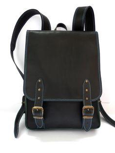 """Шкіряний жіночий рюкзак """"Краст"""", закривається на пряжки. Дві внутрішні кишені, регульовані ручки, розміри 40*30*8 см. Термін виготовлення - 1-2 місяці."""