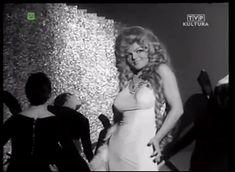 Violetta Villas #polish #singer #curls #longhair #oldschool #70s #diva #glamour #boys #love #inspiration @white #dress #glitter #shiny #classy #coctail #newyear eve #boa #gif