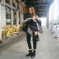 Today's outfit for the shows and fittings! All wrapped up and casual. Chanelling an inner grungy feel Outfits Fo, Urban Style Outfits, Winter Outfits, Cool Outfits, Fashion Outfits, Womens Fashion, Fashion Trends, Fashion Styles, Kristina Bazan
