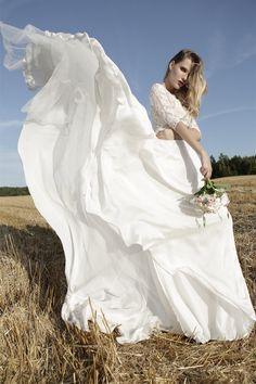 SADONI Bridal 2018 AD Champaign - Flowy silk satin dress CAYENNE with delicate lace top; unique and modern designer weddingdress