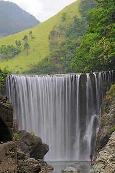 Cascada en las colinas de Jamaica                              …