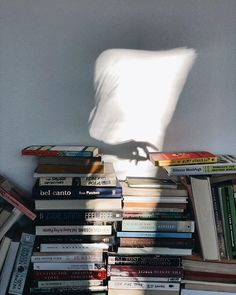 Romantic Book Movies - - Book Fotografico Feminino Na Banheira - Vintage Book Ideas - - Book Decor Wall Book Aesthetic, Aesthetic Photo, Aesthetic Pictures, Quotes Literature, Photos Amoureux, Good Books, Books To Read, Coffee And Books, Vintage Design
