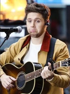 Omg he's so cute! <<< I saw someone today who looked a lot like Fetus Niall... I was shook