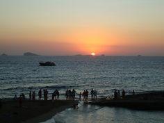 Feliz #atardecer a tod@s. Moments worth sharing. From #PlatgesDelComte, happy #sunset to all! #Ibiza #Eivissa