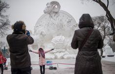 Festival chinês tem esculturas de gelo e neve iluminadas